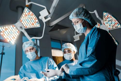 胶质瘤可以不做手术吗?