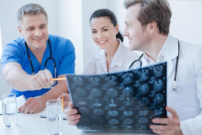 脑瘤当前,医者、患者皆为斗士